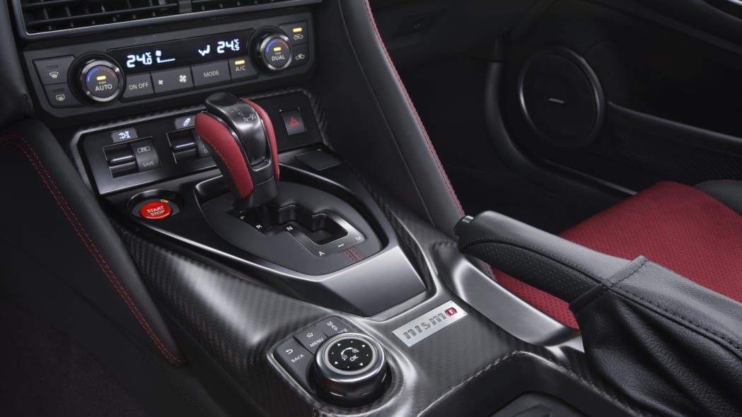 2017 nissan gt-r nismo shifter climate control
