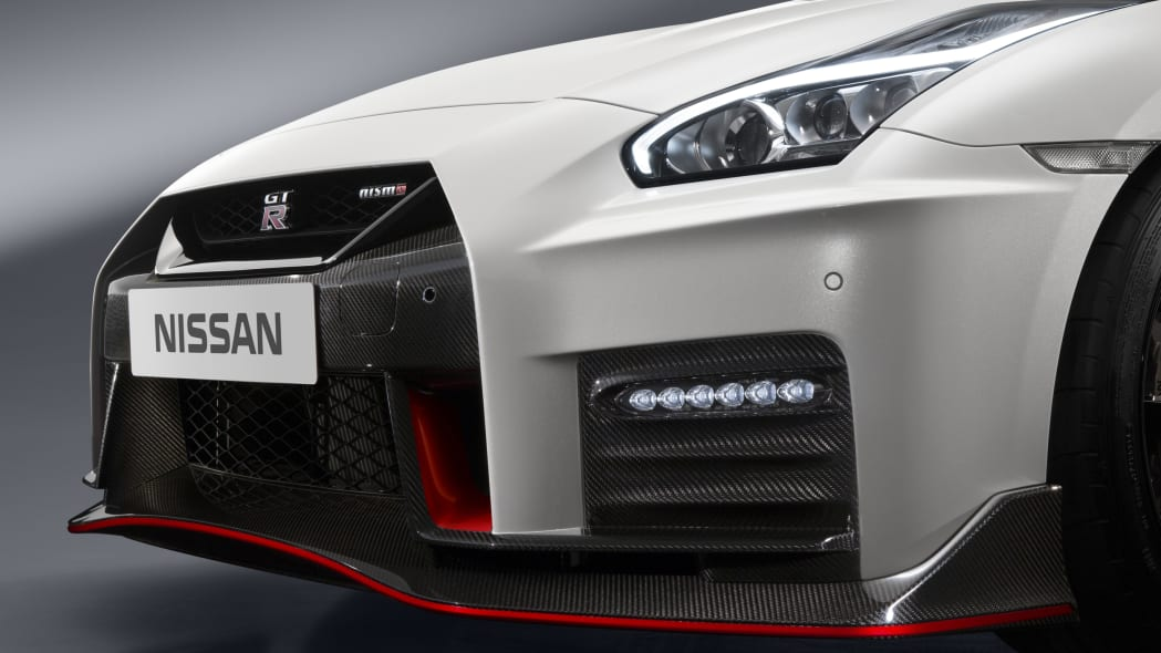 2017 nissan gt-r nismo front close
