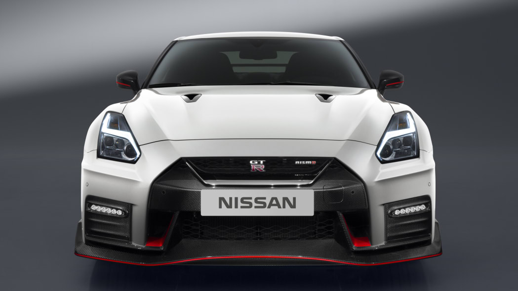2017 nissan gt-r nismo nose white