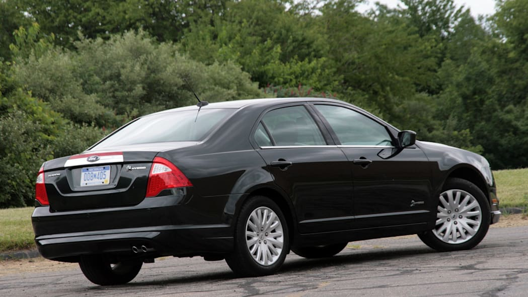 2010fordfusionhybrid_review003