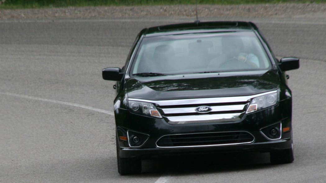 2010fordfusionhybrid_review009
