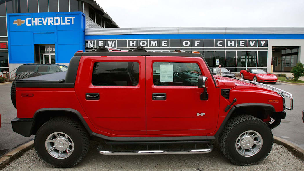 GM buys Hummer, H2 Arrives