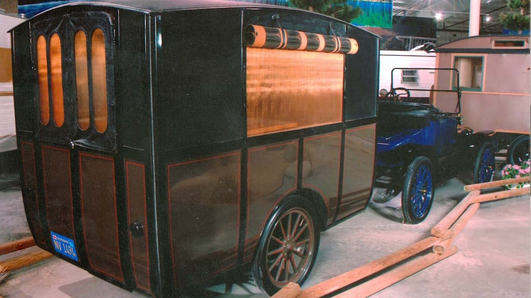 Early trailer and Model T Ford, 1913