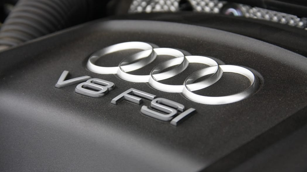 2011 Audi A8 engine detail