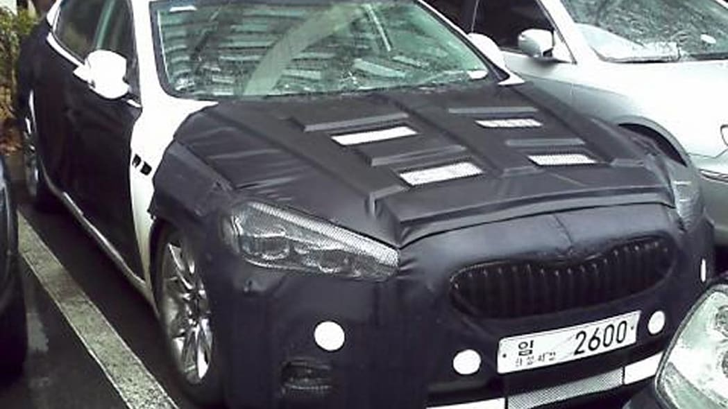 Kia K9 front disguised