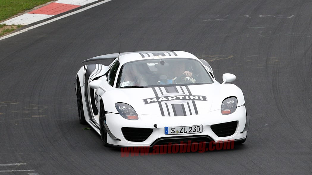 Porsche 918 in Martini livery spy shot