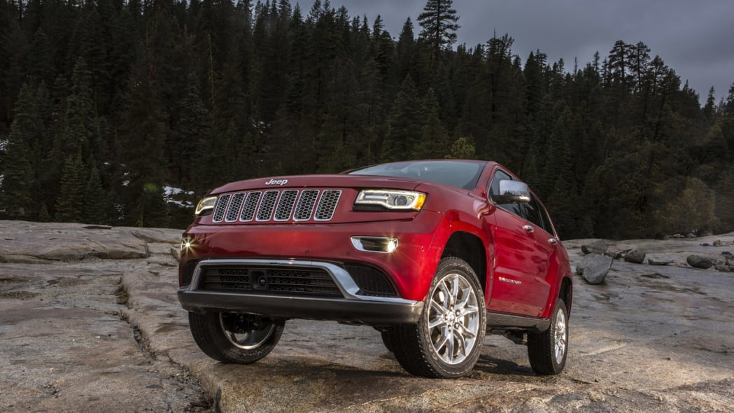 2014 jeep grand cherokee probed by nhtsa for brake problems autoblog. Black Bedroom Furniture Sets. Home Design Ideas