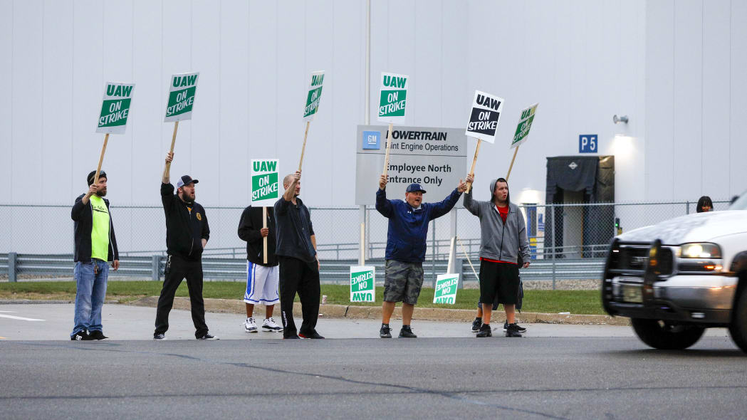 FLINT, MI - SEPTEMBER 16: United Auto Workers (UAW) members picket at a gate at the General Motors Flint Assembly Plant after the UAW declared a national strike against GM at midnight on September 16, 2019 in Flint, Michigan. It is the first national strike the UAW has declared since 1982. (Photo by Bill Pugliano/Getty Images)
