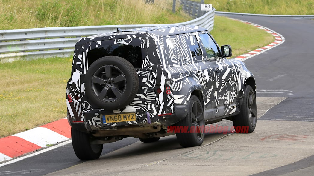 Photo of 2020 Land Rover Defender testing with camouflage