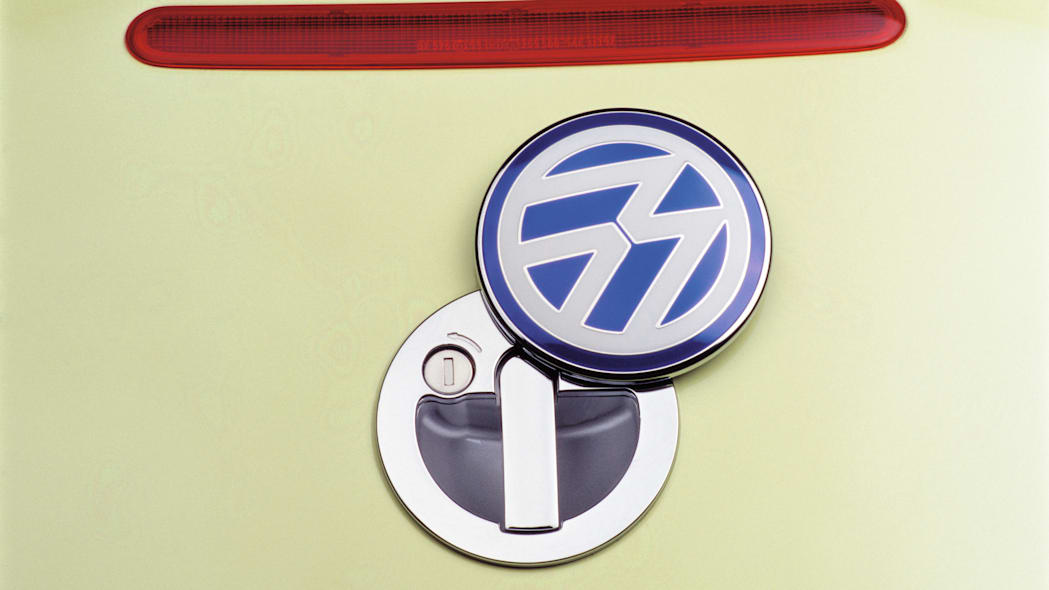 Volkswagen New Beetle hatchback latch