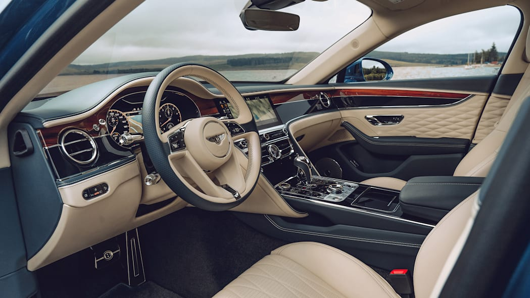 2020_bentley_flying_spur_first_edition_009