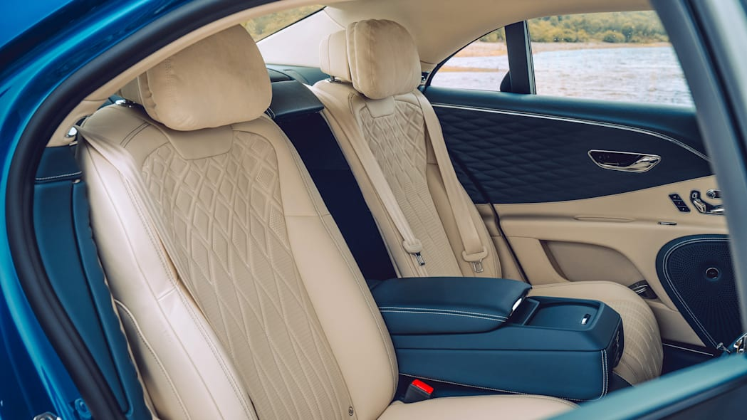 2020_bentley_flying_spur_first_edition_010