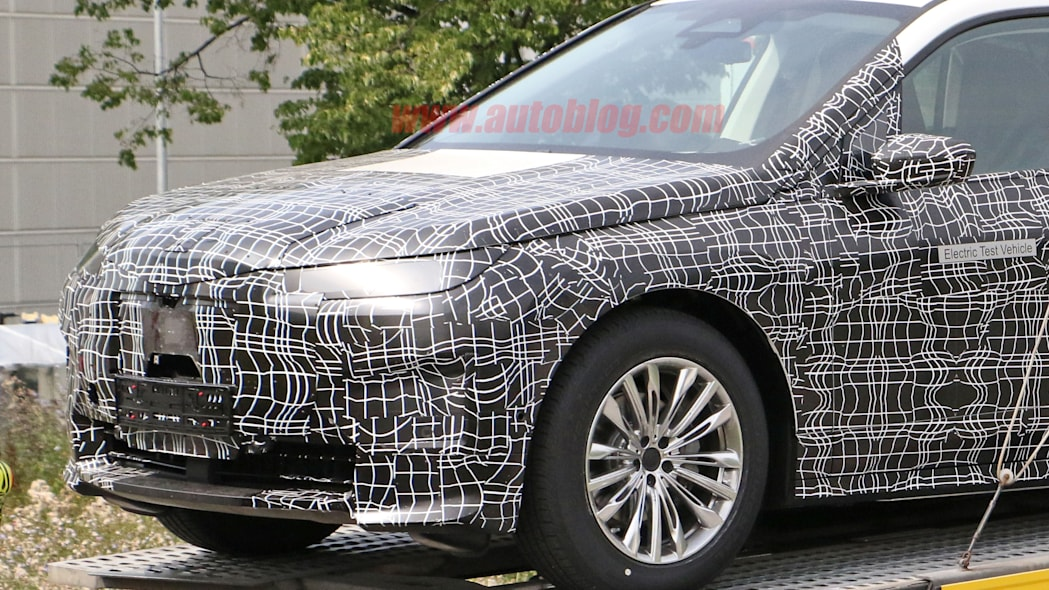 2022 BMW iNEXT in camouflage