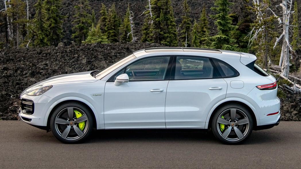 15-2020-porsche-cayenne-turbo-s-e-hybrid-fd