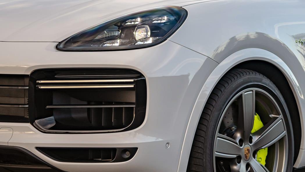 16-2020-porsche-cayenne-turbo-s-e-hybrid-fd