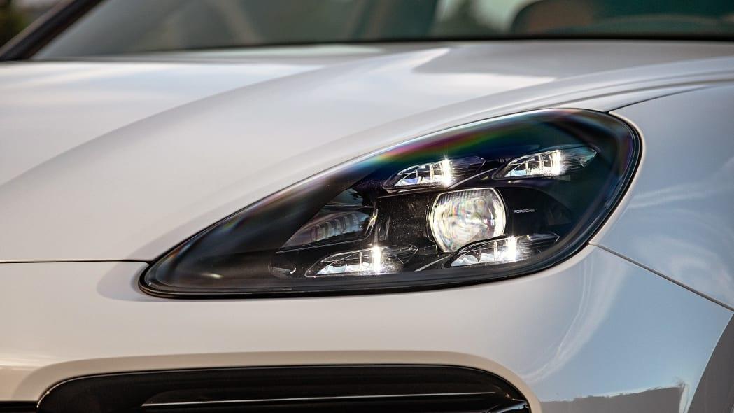 17-2020-porsche-cayenne-turbo-s-e-hybrid-fd