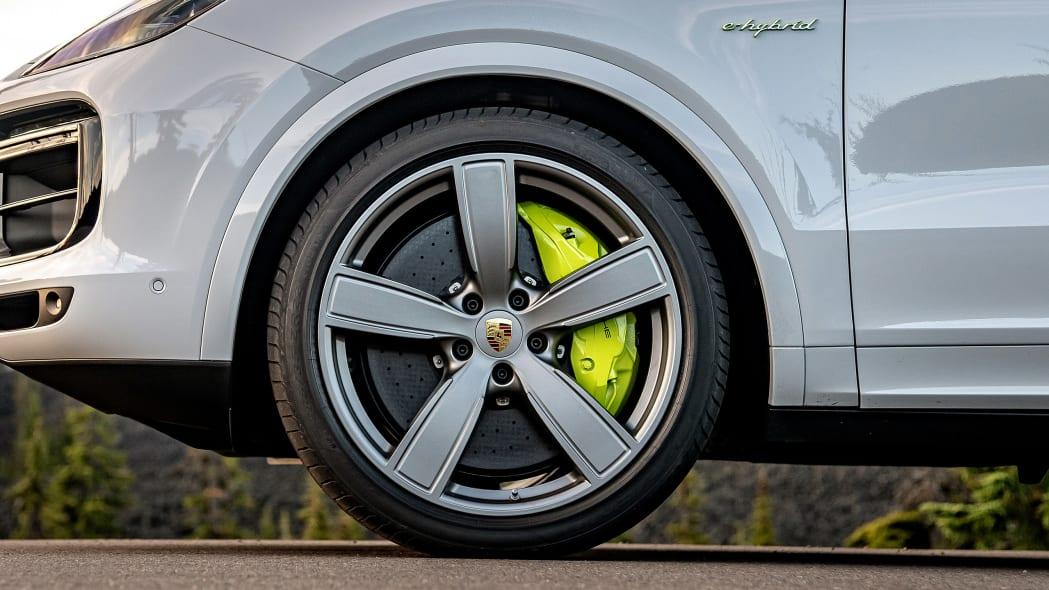 18-2020-porsche-cayenne-turbo-s-e-hybrid-fd