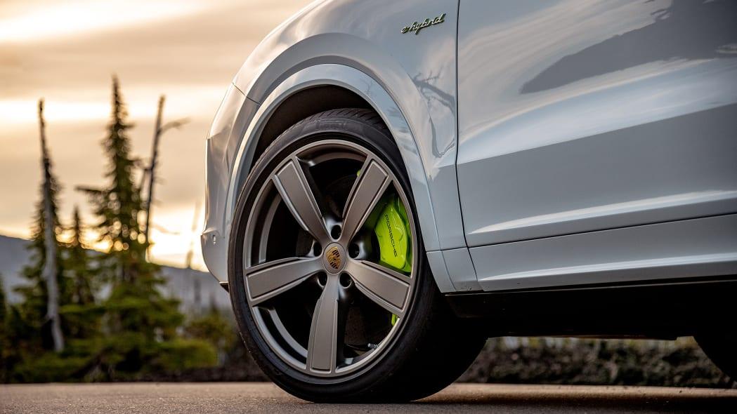 19-2020-porsche-cayenne-turbo-s-e-hybrid-fd
