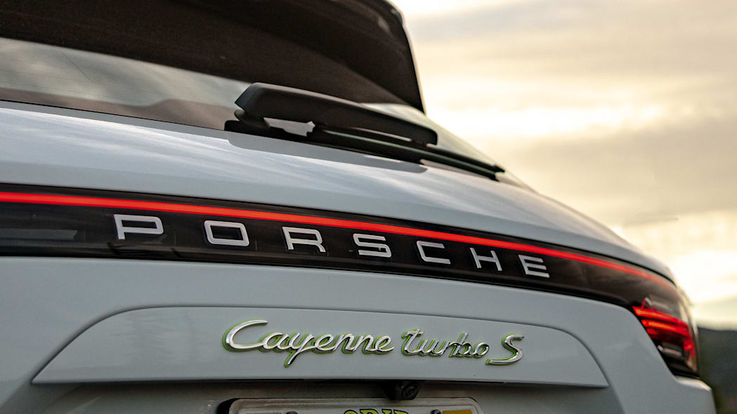 24-2020-porsche-cayenne-turbo-s-e-hybrid-fd