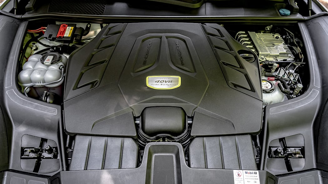 28-2020-porsche-cayenne-turbo-s-e-hybrid-fd
