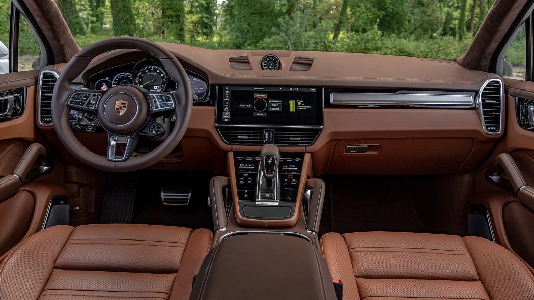 31-2020-porsche-cayenne-turbo-s-e-hybrid-fd