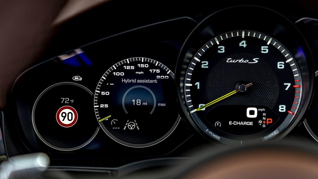40-2020-porsche-cayenne-turbo-s-e-hybrid-fd
