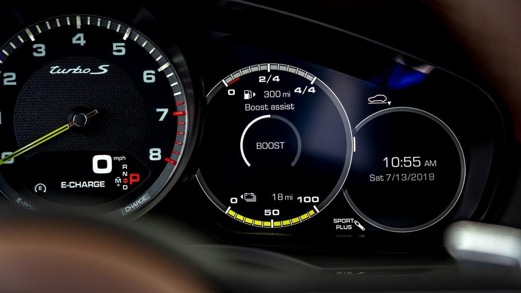 43-2020-porsche-cayenne-turbo-s-e-hybrid-fd