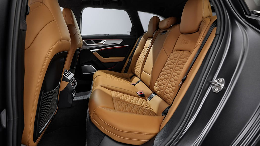 Audi-RS6-Avant-C8-300