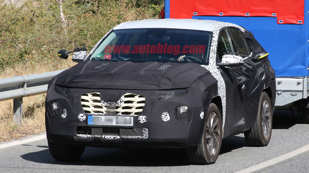 Next-gen Hyundai Tucson caught out testing for the first time in heavy cladding