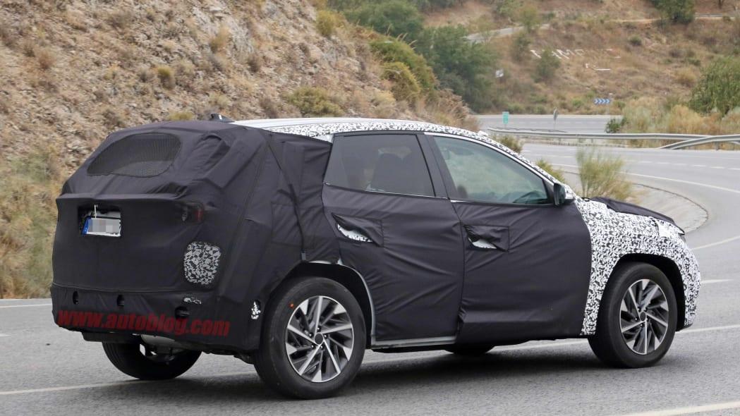 Redesigned Hyundai Tucson Spy Shots