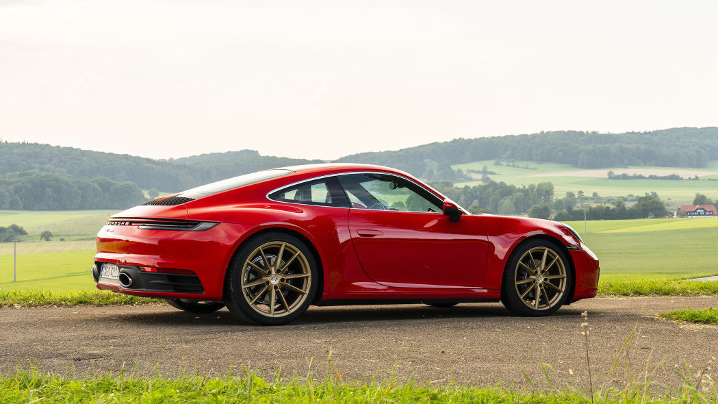 2020-porsche-911-carrera-fd-red-17