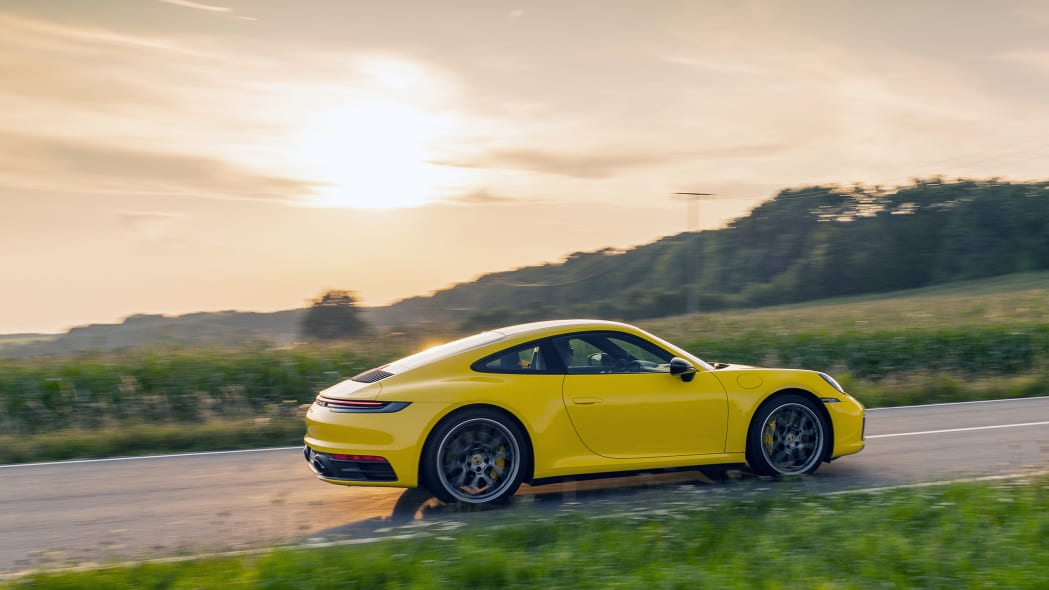 2020-porsche-911-carrera-fd-yellow-43