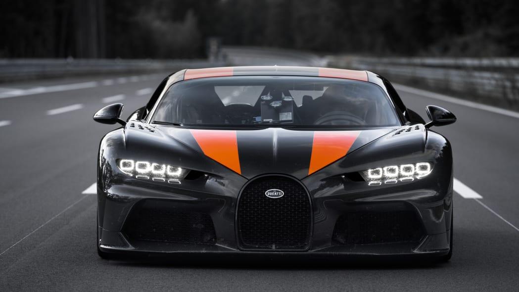 bugatti-chiron-304-mph-2