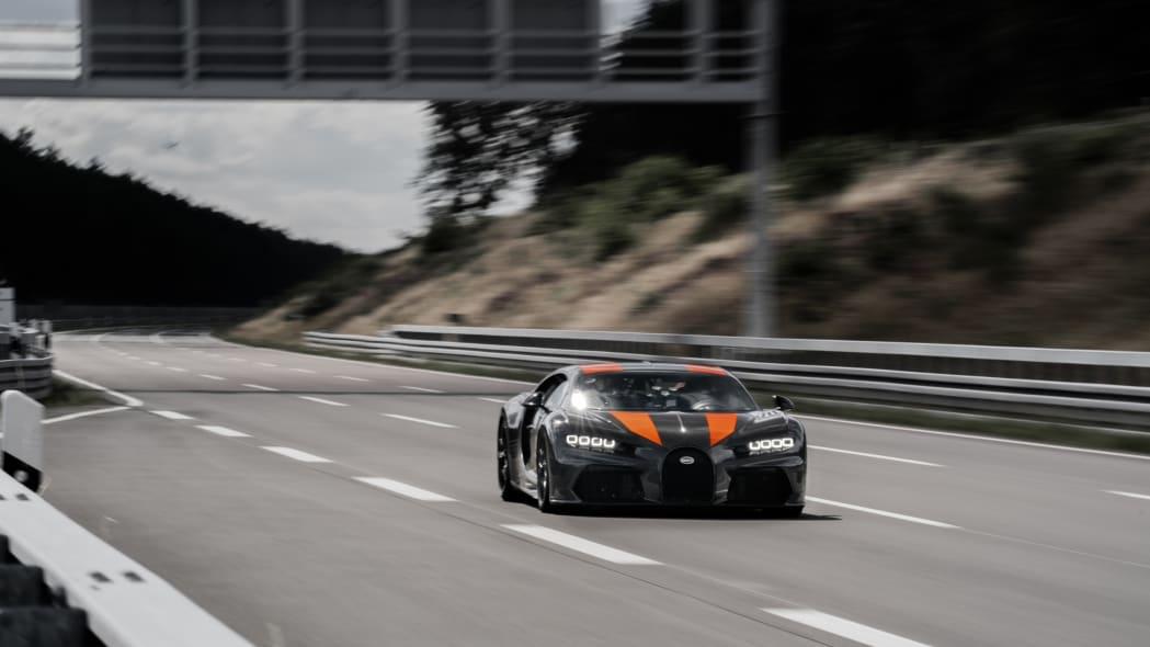 bugatti-chiron-304-mph-3