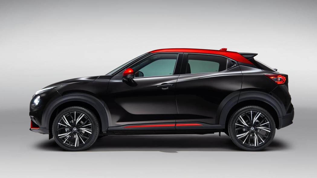 Nissan Juke in black