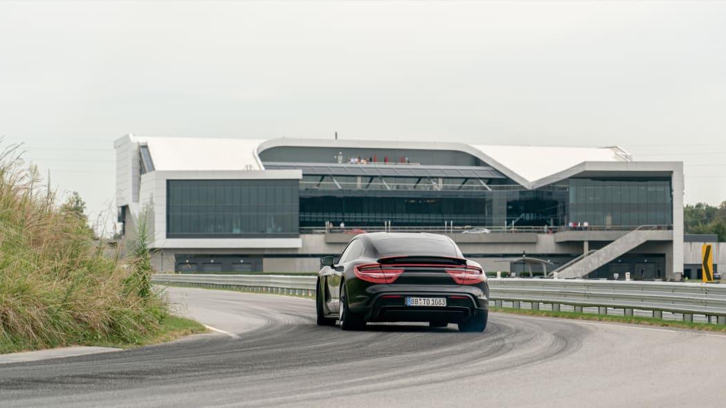 Porsche_Taycan_Workshop_PECATL_081