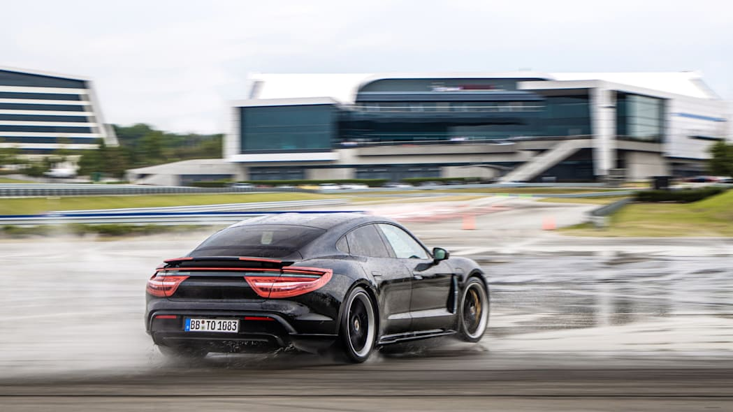 Porsche_Taycan_Workshop_PECATL_144