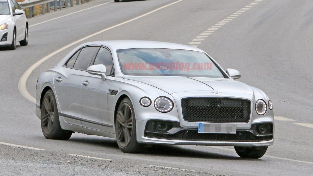 2021 Bentley Flying Spur Speed undisguised in silver