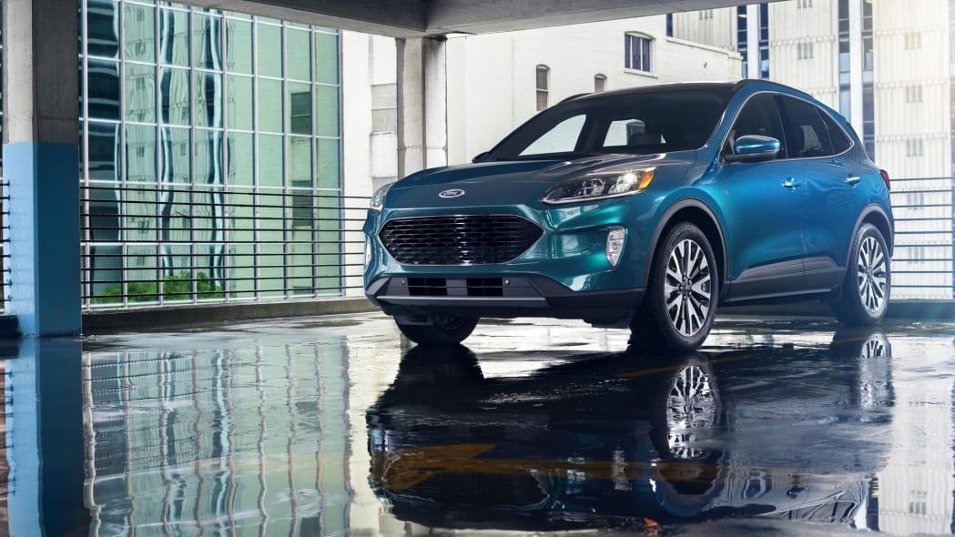 2020-ford-escape-f34-1