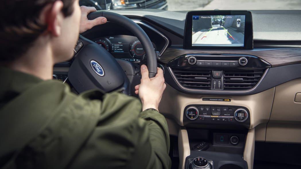 2020-ford-escape-screen-1