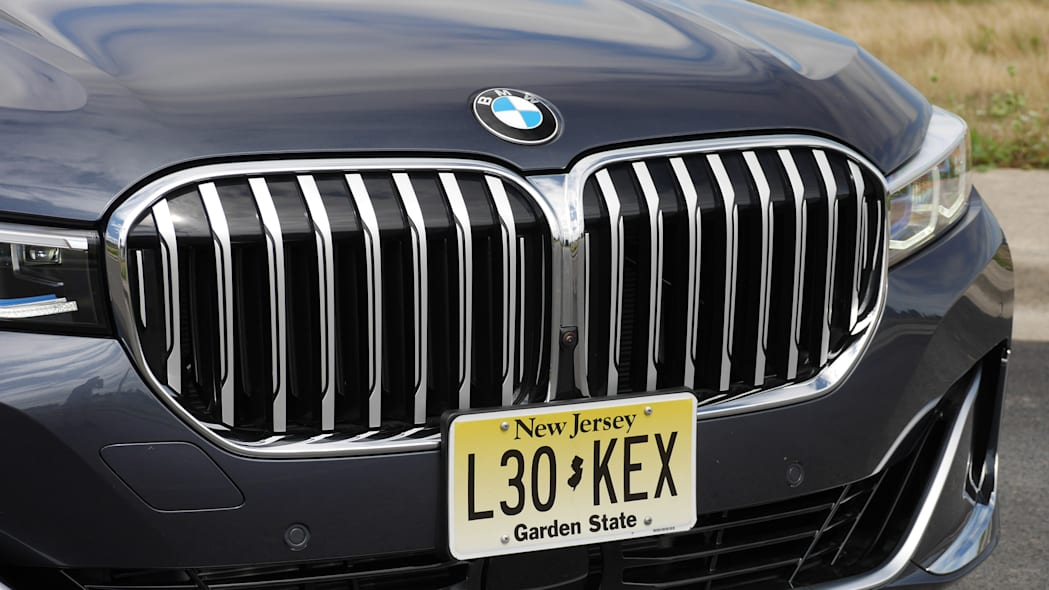 bmw-740-GRILLE