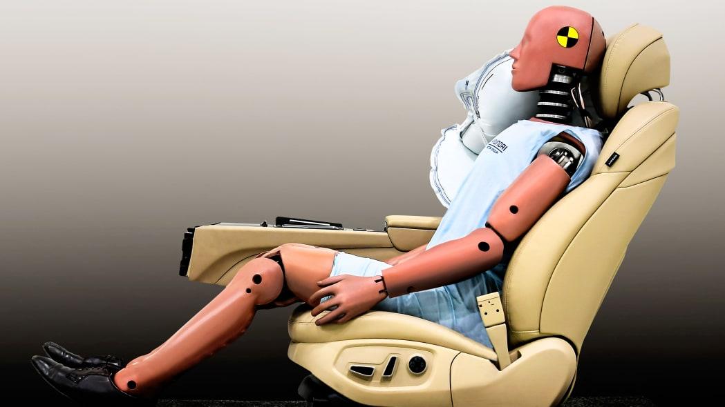 Hyundai center airbag with crash dummy