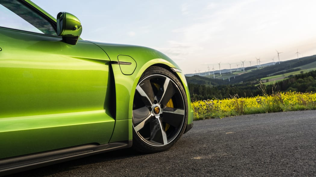 porsche-taycan-turbo-s-wheel-1