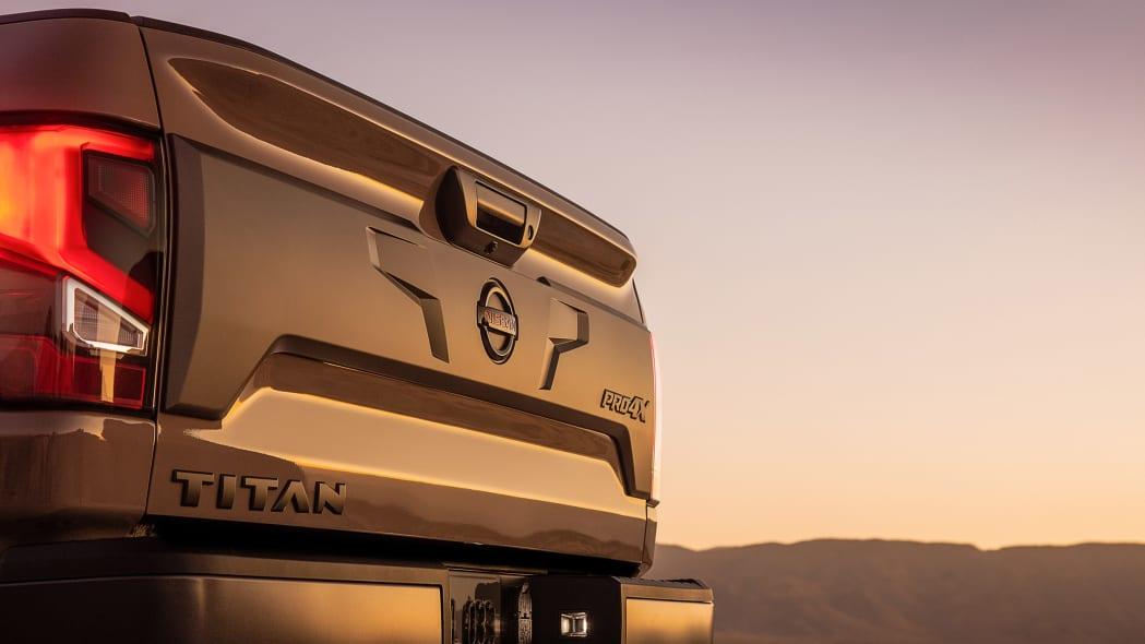 2020 Nissan TITAN PRO-4X-8