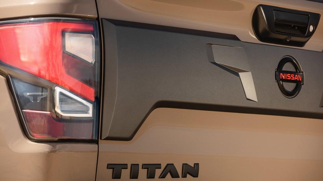 2020 Nissan TITAN PRO-4X-13