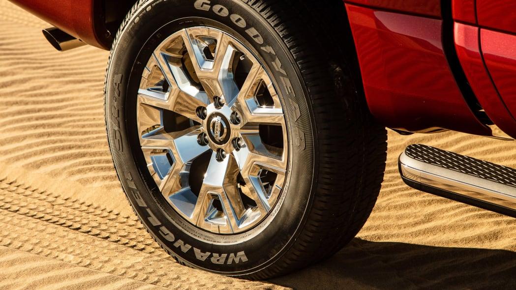 2020 Nissan TITAN SL-6