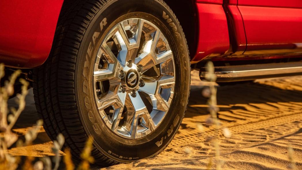 2020 Nissan TITAN SL-19