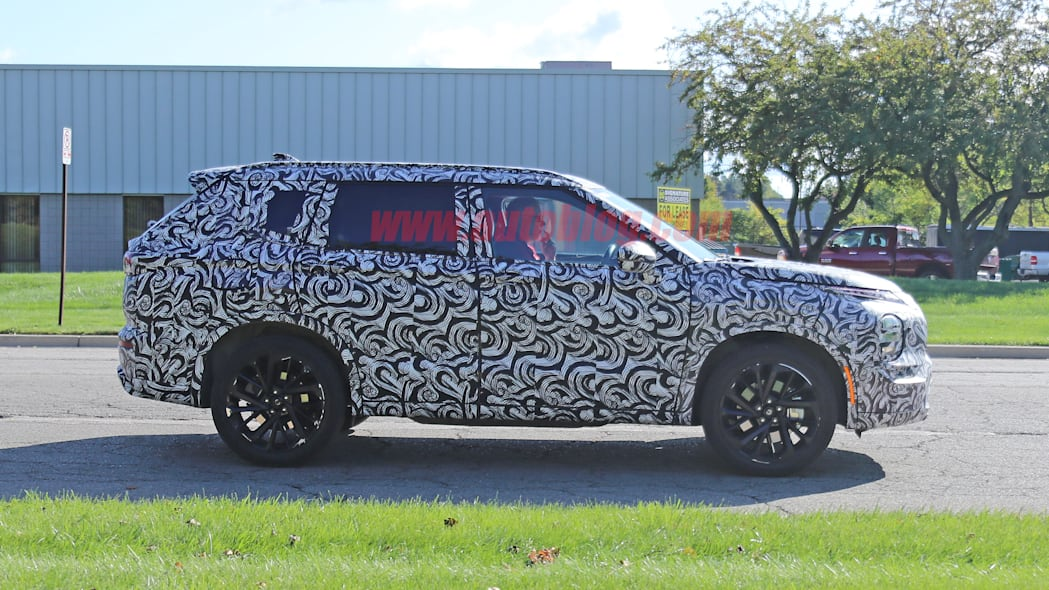 Mitsubishi Outlander prototype in camouflage