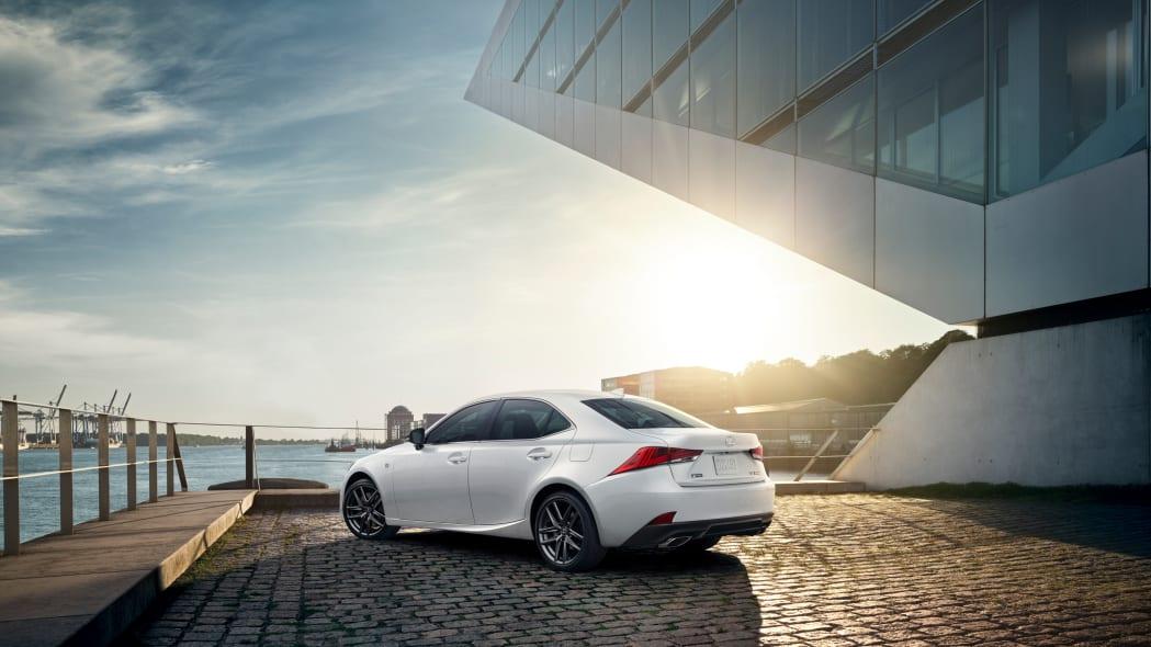 2020_Lexus_IS_F_SPORT_BLACKLINE_white