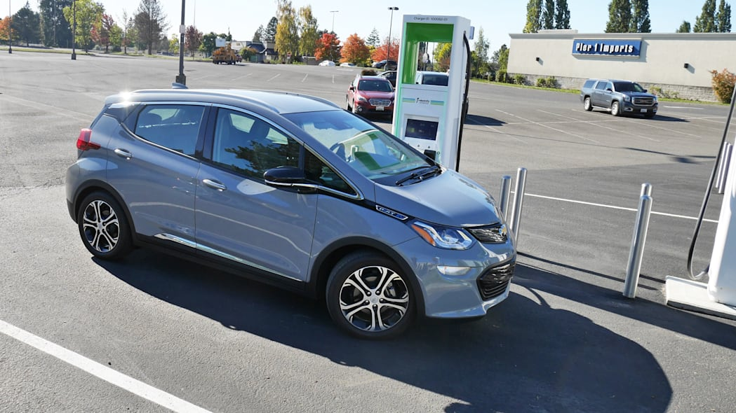 chevy-bolt-int-charge-1